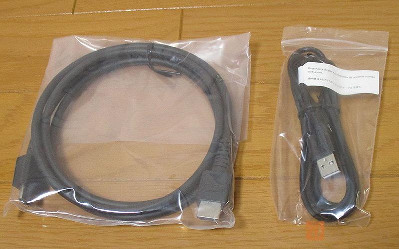付属しているHDMIEケーブルと、USBケーブル