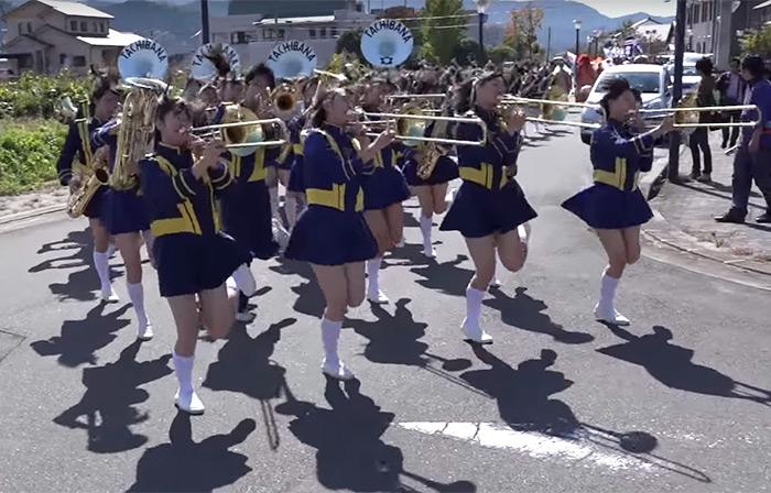 高校吹奏楽部の演奏とパレート